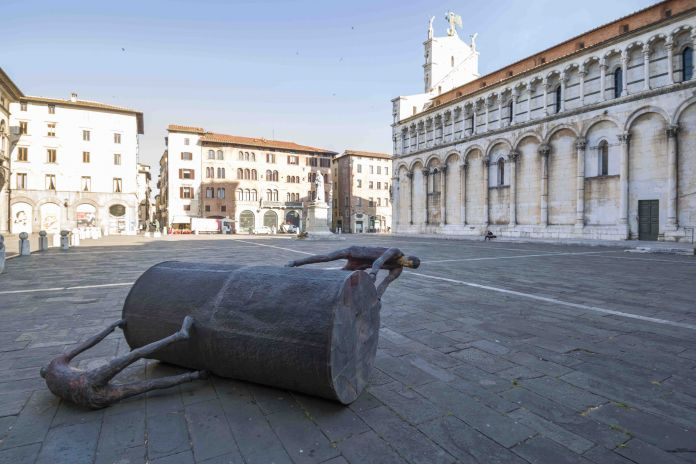 Roberto Barni, Sadovaso maso, Piazza San Milchele, Lucca. Photo Ghilardi