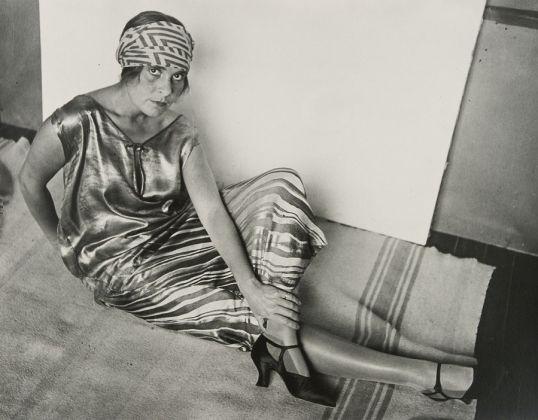 Rodchenko Alexander, Lilya Brik in Golden Dress, 1924, Stampa del 1980 su gelatina d'argento da negativo dell'autore, Collezione privata, ©A.Rodtchenko e V.Stepanova Archiv