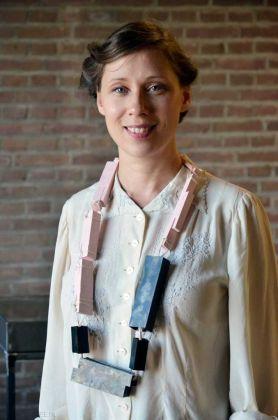 Sara Borgegård Älgå con una delle sue collane