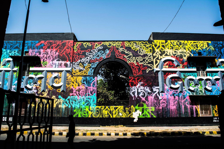 Una strada di Lodhy Colony a New Delhi