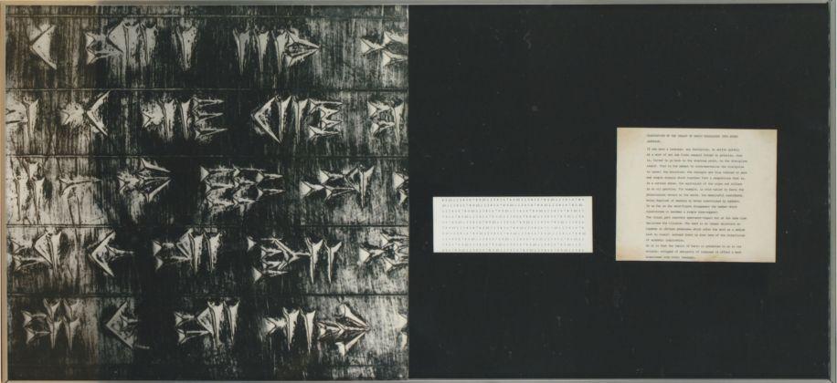 Vincenzo Agnetti, Frammento della tavola di Dario tradotta in tutte le lingue del mondo, 1973 (50 x 120cm). Courtesy Osart Gallery