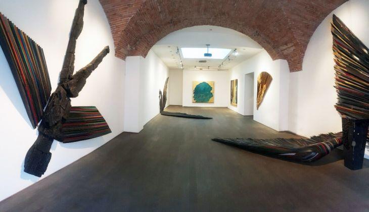 Mario Ceroli. Annunciazione del III Millennio, installation view at Flora Bigai Arte Contemporanea, Pietrasanta 2017