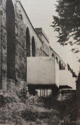 Allestimento a cura di Costantino Dardi della mostra Transavanguardia, Mura Aureliane, 1982