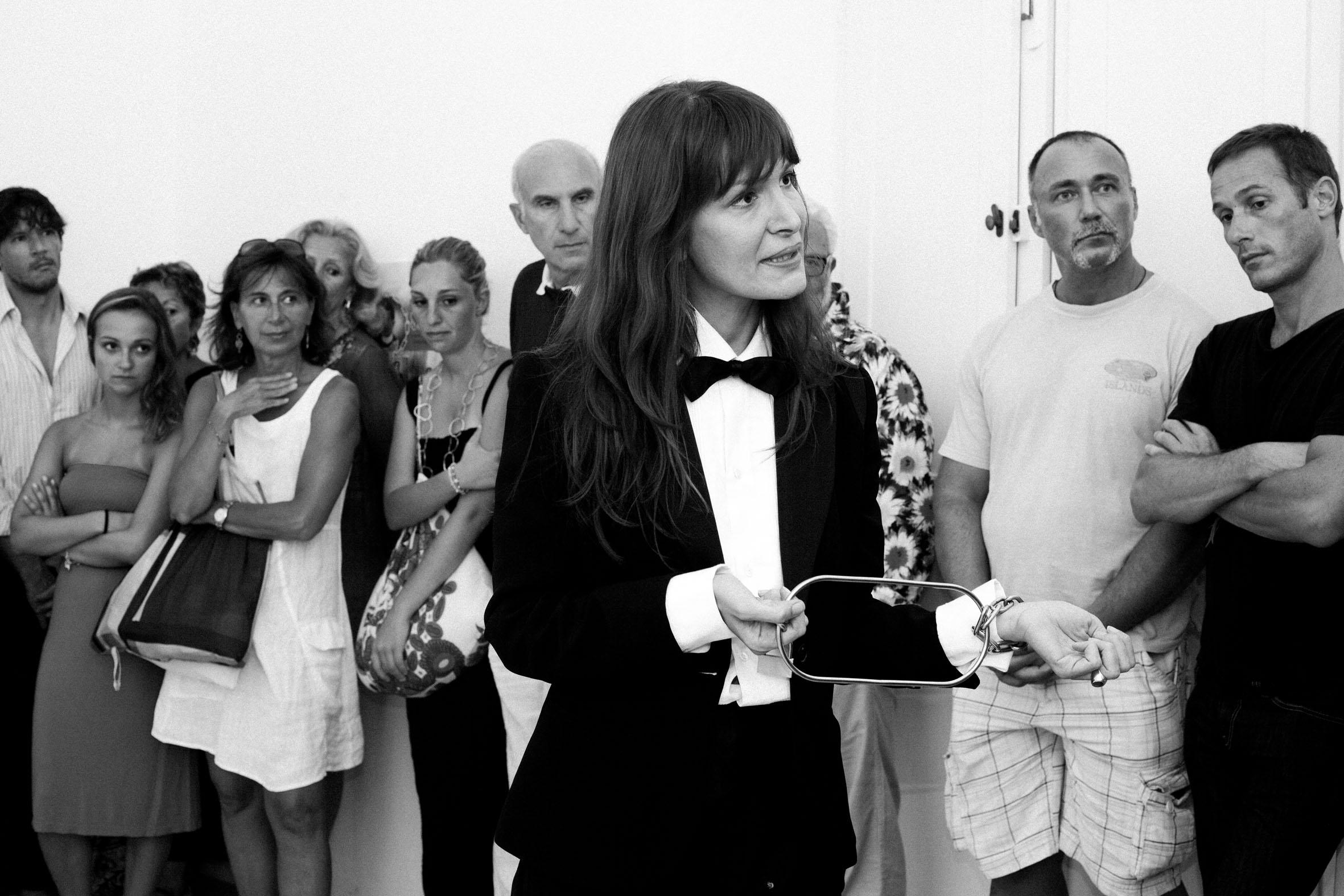 Chiara Fumai con Harry Houdini, Free like the speech of a Socialist, live performance, 15 agosto 2011. Ph. Matthew Stone