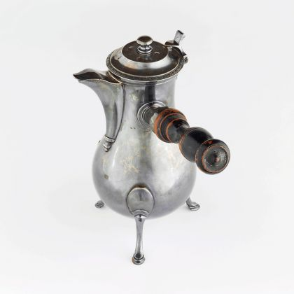 Chocolate pot, France, 19th–early 20th century Silver and wood.Musée Matisse, Nice. Photo © François Fernandez, Nice.