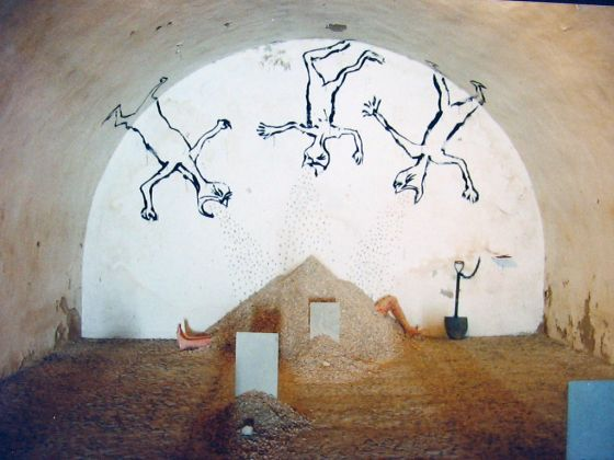 Lazaro Saavedra, Sepultados por el olvido, 1997, installazione. La Habana