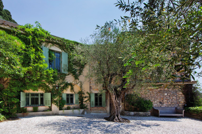 L'entrata della villa al piano terra