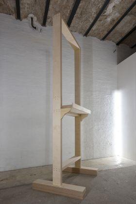 Matteo Fato, Per gli angeli più alti, 2015-2017, scultura in multistrato accoppiato, photo Michele Alberto Sereni