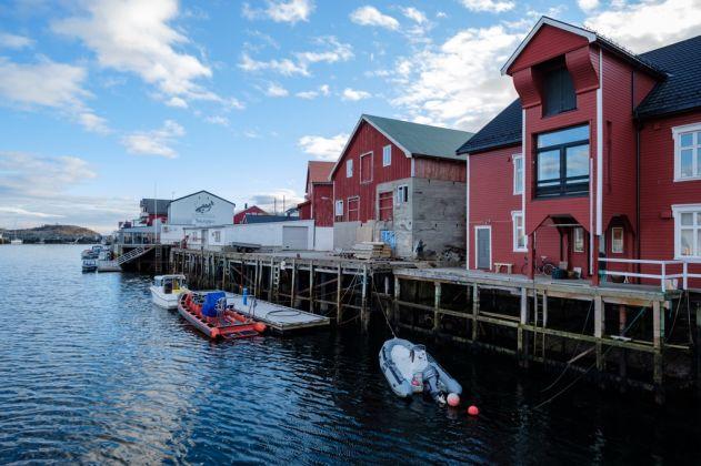 Nordbrygga, spazi espositivi di LIAF in Henningsvær. Photo Kjell Ove Storvik