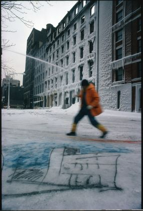 Paolo Buggiani, Paintings on Snow. Ice Palace, 1980, NYC. Cortesia dell'artista