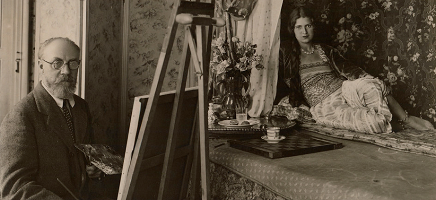 Photograph of Matisse painting the model Zita at 1 Place Charles Félix, Nice, 1928. Photo Archives H. Matisse, © Succession H. Matisse DACS 2017.