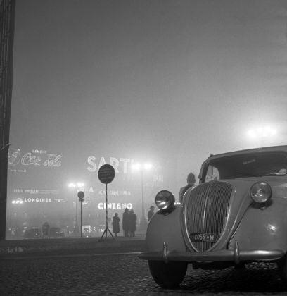 Piazza Duomo, Milano, 1954, Archivi Farabola