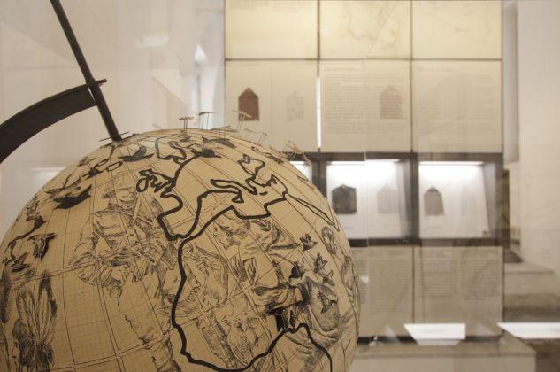 Pietro Ruffo, Migration Globe, 2017. Veduta dell'installazione al Museo Salinas di Palermo. Courtesy l'artista. Photo Fausto Brigantino