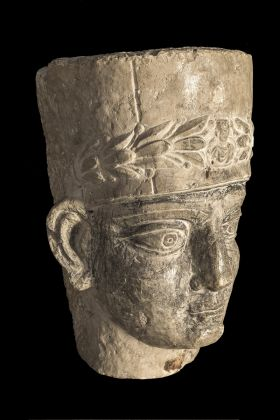 Testa di sacerdote da sarcofago palmireno, seconda metà II inizi III secolo d.C., Terra Sancta Museum sezione archeologica, Gerusalemme © Gianluca Baronchelli