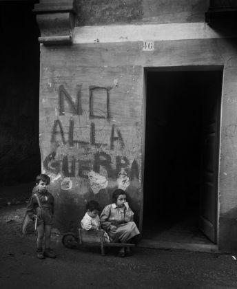 Werner Bischof, Genoa, Italy, 1946 © Werner Bischof Magnum Photos