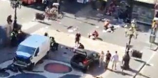Il furgone utilizzato per l'attentato fermo sul mosaico di Mirò