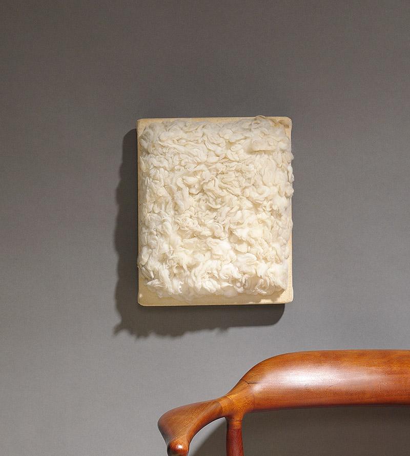 """Piero Manzoni, """"Achrome"""", 1961. Doppia firma e data sul retro """"Piero Manzoni '61"""". Fibra naturale montata su una tavola di legno rivestita in tessuto. Dimensioni: 27 x 22 cm. Quotazione: (€ 200.000-270.000). Courtesy: Bruun Rasmussen Auctioneers."""
