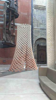 While We Wait, installazione di Elias e Yousef Anastas al Victoria & Albert Museum
