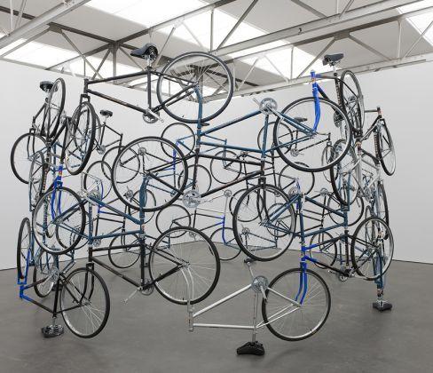 Ai Weiwei, Forever, 2003, courtesy of the Tiroche De Leon Collection & Art Vantage PCC Ltd. Foto Peter Cox