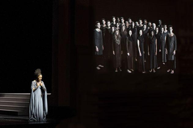 Aida. Regia di Shirin Neshat, 2017. La soprano Anna Netrebko. Photo Monika Rittershaus