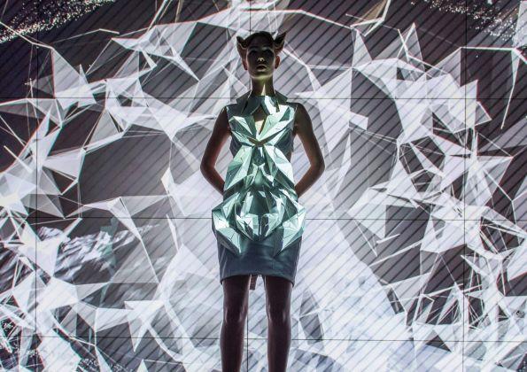 Anouk Wipprecht, Smoke Dress. progetto per Volkswagen