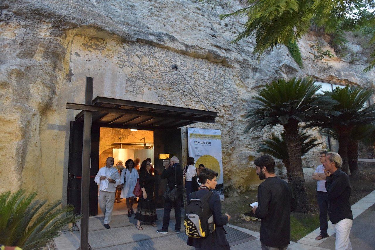 Camposud, entrata dello spazio espositivo CARTEC, Galleria Comunale di Cagliari. Foto di Dietrich Steinmetz