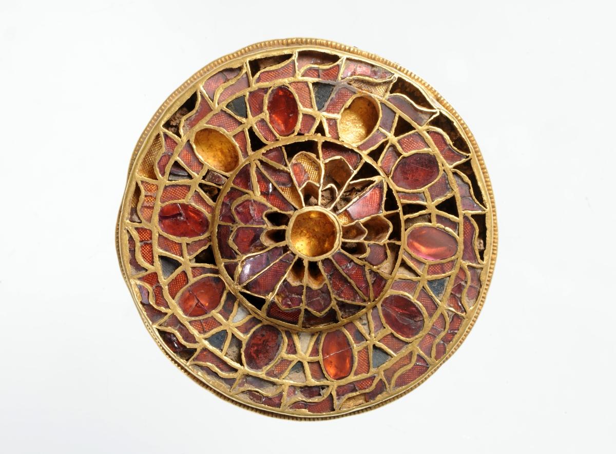 Fibula a disco a cloisonne da Torino, Lingotto, fine del VI inizi del VII secolo, Torino, Musei Reali di Torino Museo di Antichità