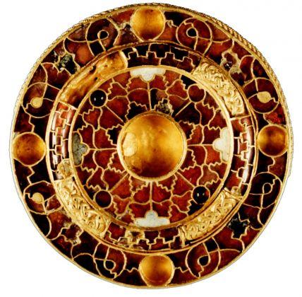 Fibula a disco in oro e cloisonné da Parma, Borgo della Posta, inizi del VII secolo, Parma, Complesso Monumentale della Pilotta, Museo Archeologico Nazionale