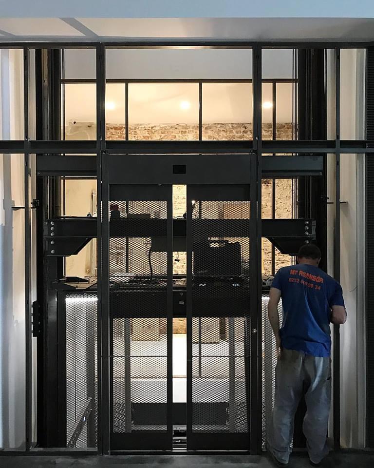 La Pilevneli Gallery in costruzione