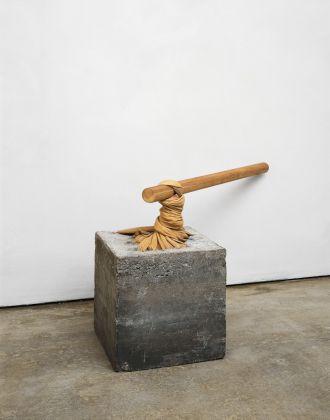 Giovanni Anselmo, Torsione, 1968. © Giovanni Anselmo. Courtesy Archivio Anselmo. Courtesy Sammlung Goetz, München. Photo Raimund Koch, NY