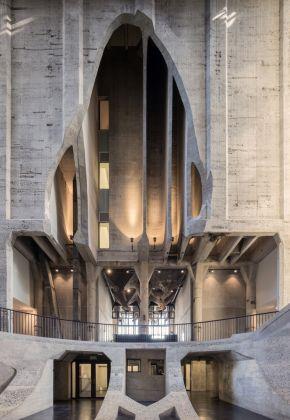 Heatherwick Studio, Zeitz MOCAA, Cape Town. Atrium view towards entrance. Photo Iwan Baan