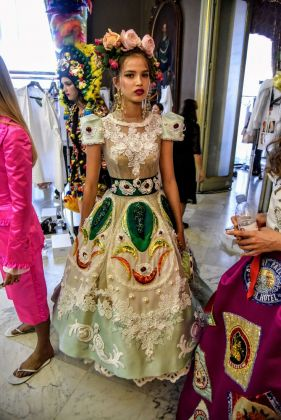 L'abito cassata di Dolce e Gabbana presentato a Palermo