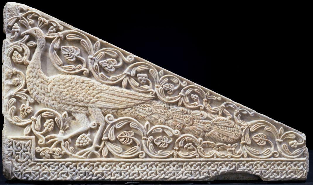 Lastra di ambone con pavone dalla basilica di San Salvatore a Brescia, 760 770, marmo bianco a grana media, 73 x 122 x 6 7,5 cm, Brescia, Museo della città, Santa Giulia