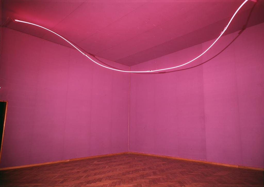 Lucio Fontana, Ambiente spaziale con neon, 1967. Photo Stedelijk Museum, Amsterdam © Fondazione Lucio Fontana, Milano