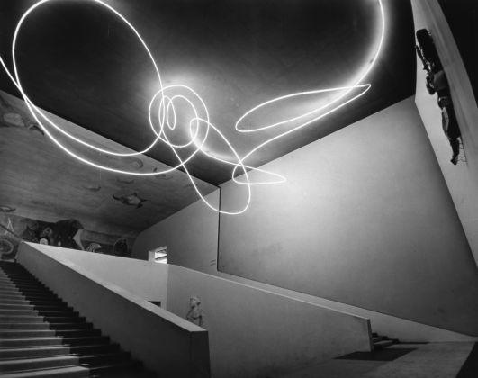 Lucio Fontana, Struttura al neon per la IX Triennale di Milano, 1951 © Fondazione Lucio Fontana, Milano