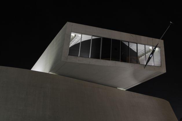 GIORGIO ANDREOTTA CALO' Prima che sia notte, 2011 Proiezione stenopeica su teli, acqua Foto Patrizia Tocci, courtesy Fondazione MAXXI