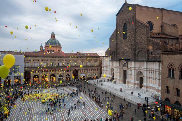 Manifestazione di beneficenza, Piazza Maggiore, Bologna Photograph Ugeorge Licensing CC BY SA 4.0