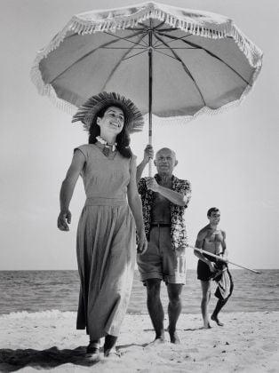 Pablo Picasso e Françoise Gilot, Golfe-Juan, Francia, agosto 1948 © Robert Capa © International Center of Photography-Magnum Photos