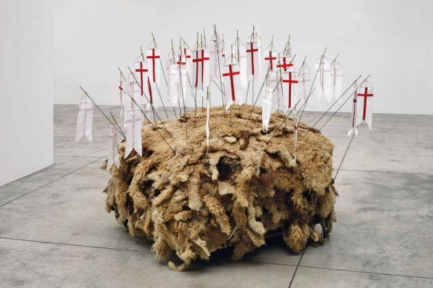 Vettor Pisani, Agnus Dei, 1974 2011. Cardi Gallery, Milano 2017. Photo Bruno Bani. Courtesy Fondazione Morra, Napoli e Cardi Gallery, Milano Londra
