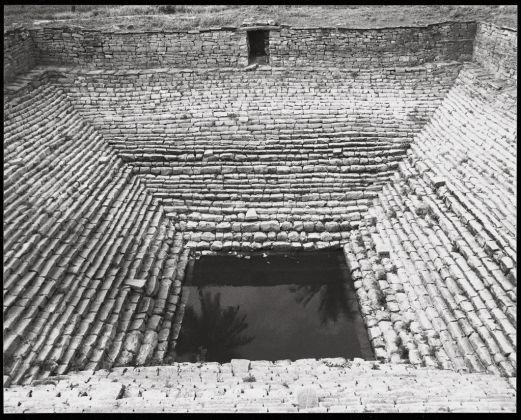 Wolfgang Laib, Pozzo a gradini di un tempio nei pressi di Shravana Belgola, India del Sud, 2001. Collezione privata © 2017, ProLitteris, Zürich