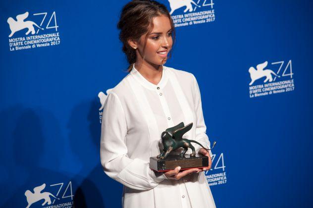 Venezia 74 ph Irene Fanizza_premio orizzonti migliore attrice, Lyna Khoudri