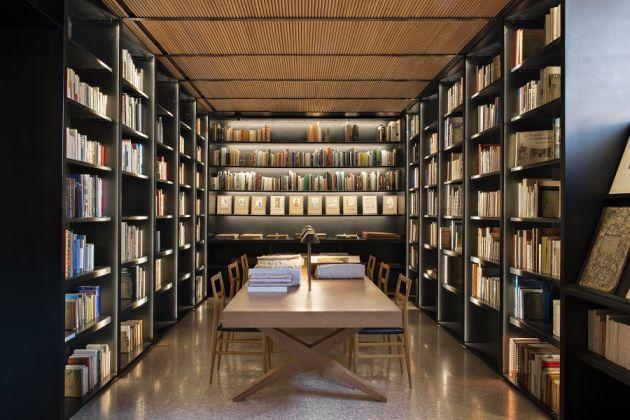 La bibliothèque de recherche du mYSLm © Fondation Jardin Majorelle / Photo Nicolas Mathéus