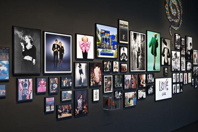 Biographie en images, salle YSL, mYSLm © Fondation Jardin Majorelle / Photo Nicolas Mathéus