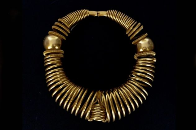 Collana, ottone galvanizzato oro opaco, primavera-estate 1997. Accessori Moda Design Milano