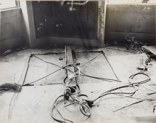 Gordon Matta-Clark, Untitled (Bronx Floors 2),1972. Harold Berg Collection, Barcellona, & the Gordon Matta-Clark Estate. © The Estate of Gordon Matta-Clark. Courtesy of The Estate of Gordon Matta-Clark and David Zwirner, New York-Londra