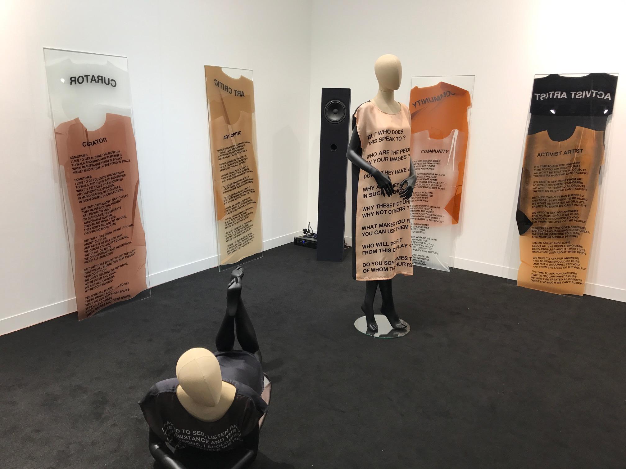 Lo stand di Emanuel Layr a Frieze - sezione Focus, 2017