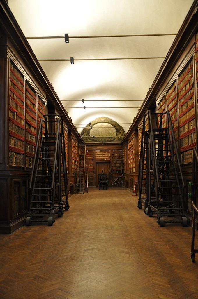 La galleria dell'Incoronata della Biblioteca Palatina di Parma, con sinopia di Correggio