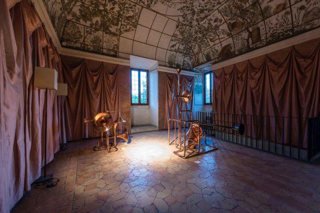 Liaisons/Links. Installation view at Villa Medici, Roma 2017. Alicja Kwade, photo credit Sebastiano Luciano