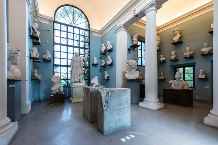 Liaisons/Links. Installation view at Villa Medici, Roma 2017. Lara Favaretto, photo credit Sebastiano Luciano