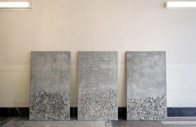 Alessandro Piangiamore, Un petalo viola su un pavimento di cemento, 2015. Courtesy Frédéric de Goldschmidt collection, Brussels, l'artista e Magazzino, Roma